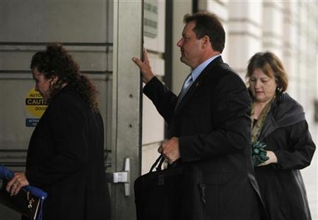 Former Major League Baseball pitcher Roger Clemens (C) arrives with his legal team for the continuation of trial at the federal courthouse in Washington May 14, 2012. REUTERS/Yuri Gripas
