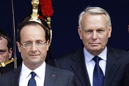 France's new President Francois Hollande (L) and newly-named French Prime Minister Jean-Marc Ayrault leave after a traditional ceremony at Paris city hall on the day of Hollande's investiture in Paris May 15, 2012. REUTERS/Pascal Rossignol