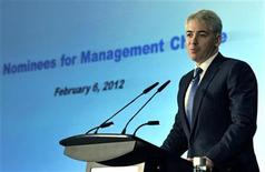 Activist shareholder William Ackman of Pershing Square Capital Management speaks to Canadian Pacific Railway Ltd. shareholders and analysts at a meeting in Toronto February 6, 2012. REUTERS/Mike Cassese