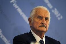 O escritor mexicano Carlos Fuentes participa de entrevista coletiva na Cidade do México, em março. Ele morreu nesta terça-feira aos 83 anos, de acordo com a mídia local. 12/03/2012 REUTERS/Tomas Bravo