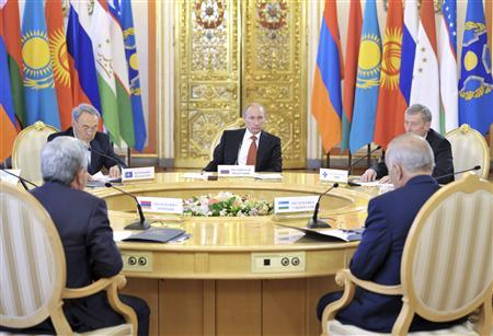 Russia's President Vladimir Putin (C) chairs the Collective Security Treaty Organization (CSTO) summit at the Kremlin in Moscow May 15, 2012. REUTERS/Aleksey Nikolskyi/RIA Novosti/Pool