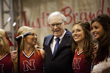 Warren Buffett sings with University of Nebraska cheerleaders during the Berkshire Hathaway Annual shareholders meeting in Omaha, May 5, 2012. REUTERS/Lane Hickenbottom