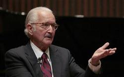 O escritor mexicano Carlos Fuentes concede entrevista coletiva em 2008 na Cidade do México. 18/11/2008 REUTERS/Henry Romero