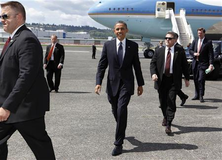 U.S. President Barack Obama walks towards supporters after he arrives at King County International Airport Boeing Field in Seattle, May 10, 2012. REUTERS/Larry Downing