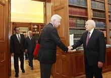 Newly appointed caretaker Prime Minister Panagiotis Pikrammenos (2nd R) shakes hands with Greece's President Karolos Papoulias during their meeting in Athens May 16, 2012. REUTERS/John Kolesidis