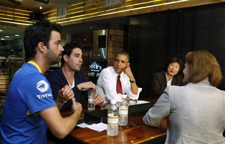 U.S. President Barack Obama talks with small business owners to discuss income tax credits during a roundtable discussion at Taylor Gourmet restaurant in Washington, May 16, 2012. (From L to R) David Mazza, Casey Patten, Obama, Kathy Rachels, and Small Business Administration Administrator Karen Mills (back to camera). REUTERS/Larry Downing