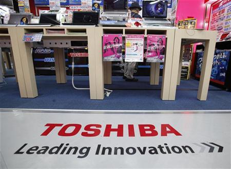 An advertisement for Toshiba Corp is pictured at an electronic store in Tokyo May 8, 2012. REUTERS/Yuriko Nakao