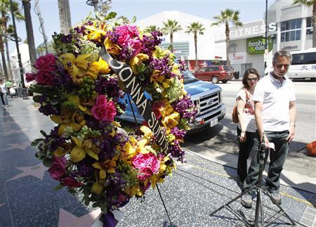 Flowers are seen on the star of music recording artist Donna Summer on the Walk of Fame in Hollywood, California May 17, 2012. REUTERS/Mario Anzuoni
