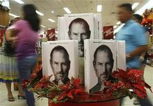 Customers walk past a display of the biography of Steve Jobs, sold at a bookstore in Quezon City, Metro Manila October 24, 2011. REUTERS/Cheryl Ravelo