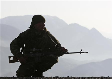 A Turkish soldier secures a road overlooking the mountains during patrol in the southeastern Turkish province of Sirnak, bordering Iraq, February 27, 2008. REUTERS/Fatih Saribas