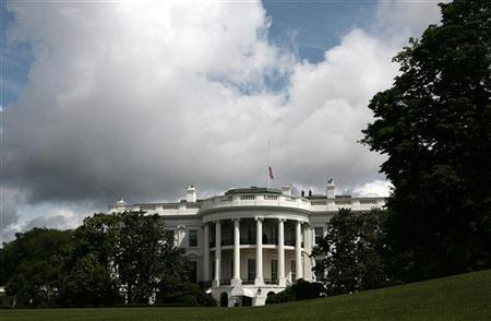 The White House is seen from the South Lawn in Washington, May 15, 2012. REUTERS/Larry Downing
