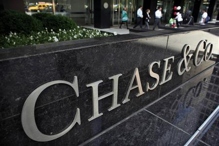 People exit the lobby of JPMorgan Chase & Co. headquarters in New York, May 17, 2012. REUTERS/Eduardo Munoz