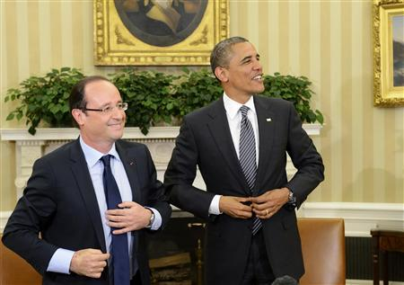 U.S. President Barack Obama (R) and French President Francois Hollande button their jackets following their bilateral meeting in the Oval Office of the White House in Washington May 18, 2012. REUTERS/Eric Feferberg/Pool