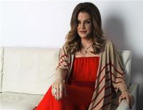 Cantora Lisa Marie Presley posa para foto em West Hollywood, nos Estados Unidos, na semana passada. 10/05/2012 REUTERS/Mario Anzuoni