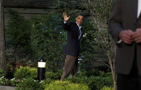 U.S. President Barack Obama waves as he heads into the G8 Summit after greeting foreign leaders at Camp David, Maryland May 18, 2012. REUTERS/Chris Wattie