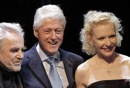 Former U. S. President Bill Clinton (C), Swiss actor and Academy award winner Maximilian Schell (L) and German actress Sunny Melles perform on stage during the Red Ribbon Celebration Concert ahead of the 20th Life Ball at Vienna's international airport May 18, 2012. The Life Ball is Europe's largest annual AIDS charity event and takes place in Vienna's city hall May 19, 2012. REUTERS/Leonhard Foeger
