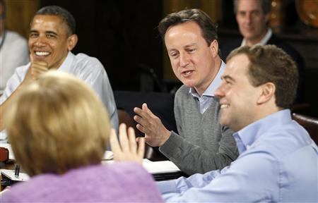 Britain's Prime Minister David Cameron (2nd R) talks with Germany's Chancellor Angela Merkel (foreground) as U.S. President Barack Obama (L) and Russia's Prime Minister Dmitri Medvedev (R) listen at the start of the first working session of the G8 Summit at Camp David, Maryland May 19, 2012. REUTERS/Andrew Winning