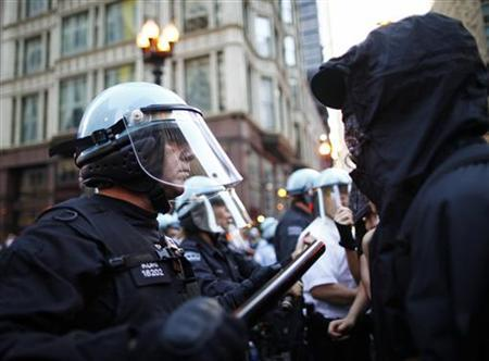 Demonstrators clash with law enforcement officers during a protest before the start of a NATO summit in Chicago May 19, 2012. REUTERS/Eric Thayer