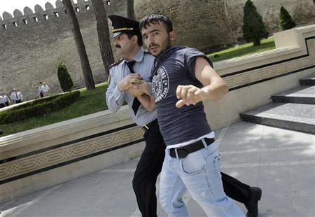 A policeman detains an opposition supporter during an anti-government protest in central Baku May 21, 2012. REUTERS/David Mdzinarishvili