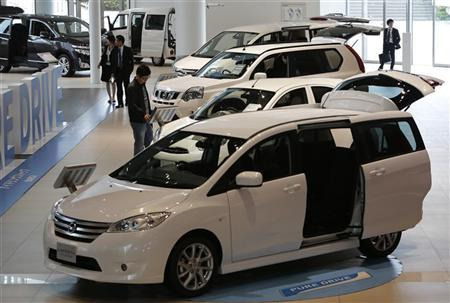 People look at Nissan Motor Co's cars at the company showroom in Yokohama, south of Tokyo May 11, 2012. REUTERS/Toru Hanai
