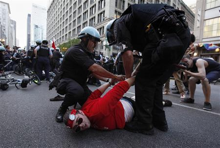 Police arrest a man during an anti-NATO demonstration in downtown Chicago May 19, 2012. REUTERS/Adrees Latif