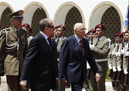 Italian President Giorgio Napolitano (R) walks at the Carthage Palace in Tunis May 16, 2012. REUTERS/Zoubeir Souissi