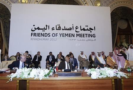 British Foreign Office Minister Alistair Burt (L), Yemeni Prime Minister Mohammed Salem Basindwa (C) and Saudi Foreign Minister Saud al-Faisal attend the Friends of Yemen meeting in Riyadh May 23, 2012. Saudi Arabia and Western and Gulf states pledged more than $4 billion in aid to Yemen at a Riyadh conference two days after more than 90 Yemeni soldiers were killed in a suicide attack, deepening concerns about al Qaeda's presence in the country. REUTERS/Fahad Shadeed