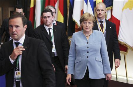 Germany's Chancellor Angela Merkel (R) leaves an informal European Union leaders summit in Brussels May 24, 2012. EU leaders discussed ways to revive their economies on Wednesday night, with growth and jobs on the agenda along with the situation in Greece. REUTERS-Francois Lenoir