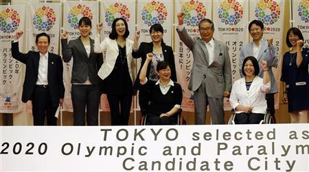 Tokyo governor Shintaro Ishihara (4th R), chairman of Tokyo 2020 Council, poses with the council's executives and athletics at a news conference following the announcement of 2020 Summer Olympic Games candidates cities in Tokyo May 24, 2012. REUTERS/Kim Kyung-Hoon