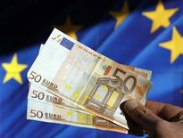 An illustration picture shows Euro banknotes in Brussels November 28, 2011. REUTERS/Thierry Roge