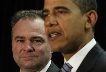 Virginia Governor Tim Kaine (L) listens to his introduction as the new Democratic National Committee chairman by President-elect Barack Obama in Washington, January 8, 2009. REUTERS/Jim Young