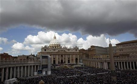 A view of St. Peter's Square in the Vatican. April 8, 2012. REUTERS/Alessandro Bianchi