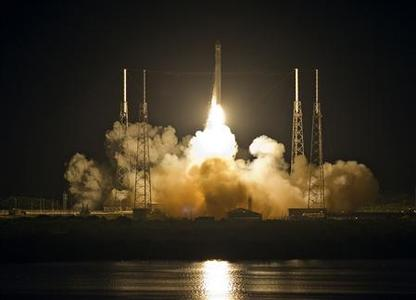 The SpaceX Falcon 9 test rocket lifts off from Space Launch Complex 40 at the Cape Canaveral Air Force Station in Cape Canaveral, Florida, May 22, 2012. The unmanned rocket owned by privately held Space Exploration Technologies blasted off from Cape Canaveral on Tuesday for a mission designed to be the first commercial flight to the International Space Station. The 178-foot (54-meter) tall Falcon 9 rocket lifted off at 3:44 a.m. (0744 GMT) from a refurbished launch pad just south of where NASA launched its now-retired space shuttles. REUTERS/Pierre DuCharme