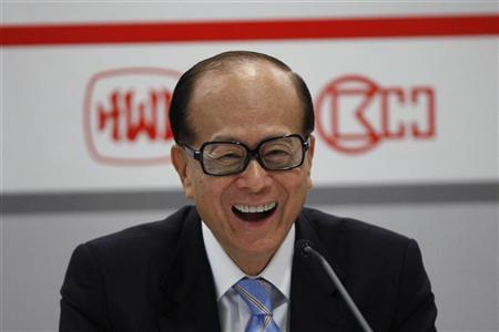 Hong Kong tycoon Li Ka-shing attends a news conference announcing the annual results of his company Hutchison Whampoa Ltd, in Hong Kong March 29, 2012. REUTERS/Tyrone Siu