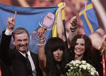 Loreen (C) of Sweden holds the trophy as she celebrates with her team members after winning the Eurovision song contest in Baku, May 27, 2012. REUTERS/David Mdzinarishvili