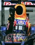 Australiano Mark Webber, da equipe Red Bull, comemora após vencer o GP de Mônaco de F1. Com a vitória de Webber, a Fórmula 1 celebrou um fato sem precedentes: seis diferentes vencedores nas seis primeiras etapas da temporada. 27/05/2012 REUTERS/Olivier Anrigo