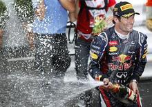 Piloto australiano Mark Webber comemora sua vitória no GP de Mônaco de F1. Webber venceu o Grande Prêmio de Mônaco para a Red Bull neste domingo, e a Fórmula 1 comemorou o fato inédito de seis vencedores diferentes nas seis corridas da atual temporada. 27/05/2012 REUTERS/Max Rossi
