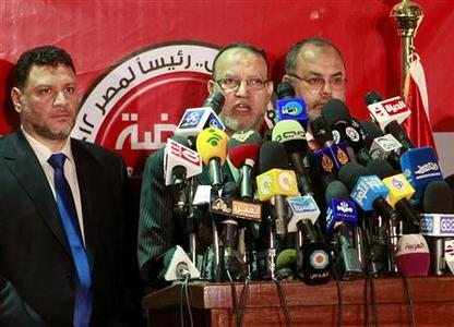 Essam el-Erian, (C) deputy head of the Muslim Brotherhood political party, talks during a news conference in Cairo May 25, 2012. The Muslim Brotherhood on Friday called Egyptian political forces to talks on ways to ''save'' the uprising ahead of a presidential election run-off it says will pit its candidate against Ahmed Shafiq, Hosni Mubarak's last prime minister. REUTERS /Asmaa Waguih