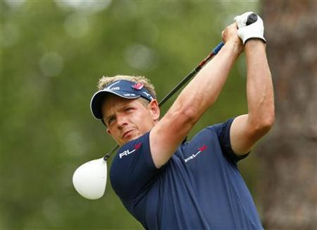 Britian's Luke Donald watches his tee shot on the second hold during the final round of the Players Championship PGA golf tournament at TPC Sawgrass in Ponte Vedra Beach, Florida May 13, 2012. REUTERS/Chris Keane