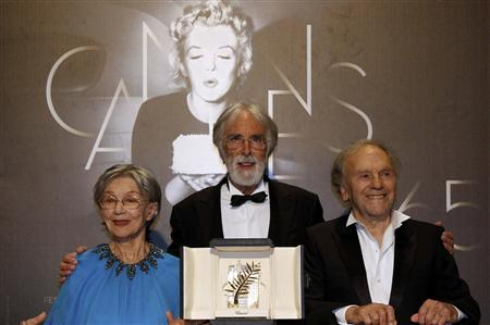Director Michael Haneke poses with actors Emmanuelle Riva (L) and Jean-Louis Trintignant (R) during a photocall after receiving the Palme d'Or award for the film ''Amour'' (Love) at the 65th Cannes Film Festival, May 27, 2012. REUTERS/Jean-Paul Pelissier