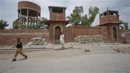 A policeman walks past Central Jail in Peshawar May 24, 2012. Pakistani authorities have sentenced the doctor accused of helping the CIA find Osama bin Laden to 33 years in jail on charges of treason, officials said, a move that drew angry condemnation from U.S. officials already at odds with Islamabad. REUTERS/Fayaz Aziz