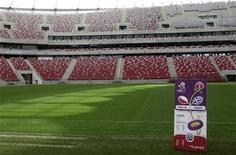 Презентация билетов на Евро-2012 на стадионе в Варшаве 23 апреля 2012 года. УЕФА продал около 99 процентов билетов на матчи чемпионата Европы по футболу, которые пройдут на Украине и в Польше с 8 июня по 1 июля, сообщил представитель УЕФА. REUTERS/Kacper Pempel
