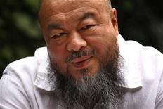 O artista plástico chinês Ai Weiwei concede entrevista em seu estúdio, em Pequim, na China, nesta terça-feira. 29/05/2012 REUTERS/David Gray