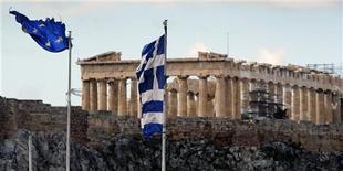 <p>L'Union européenne a prévenu mercredi la Grèce qu'elle devrait accélérer ses réformes pour bénéficier de la totalité de son plan de sauvetage, et que la date de la prochaine visite européenne d'inspection dépendrait du résultat des élections législatives prévues le 17 juin. /Photo prise le 8 février 2012/REUTERS/Yannis Behrakis</p>