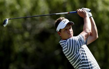 Luke Donald of England hits his tee shot on the ninth hole during the Nationwide Invitational Pro-Am at the Memorial Tournament in Dublin, Ohio, May 30, 2012. REUTERS/Matt Sullivan