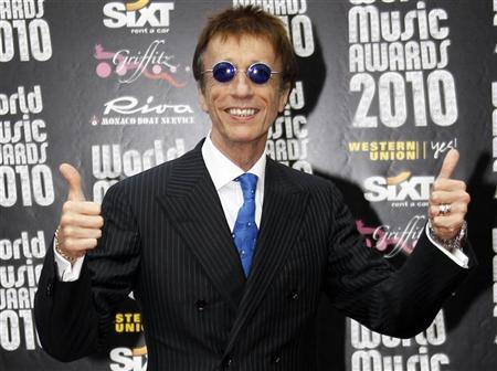 Robin Gibb of the Bee Gees arrives at the World Music Awards in Monte Carlo May 18, 2010. The World Music Awards honours the bestselling recording artists from around the world. REUTERS/Sebastien Nogier