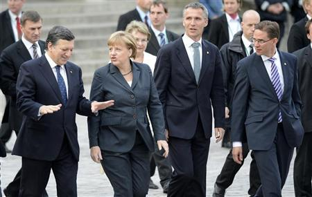 European Commission President Jose Manuel Barroso, German Chancellor Angela Merkel,Norway's Prime Minister Jens Stoltenberg and Finland's Prime Minister Jyrki Katainen (L-R) walk to the town hall during the ''Council of the Baltic Sea States'' leader summit in Stralsund, May 30, 2012. REUTERS/Fabian Bimmer