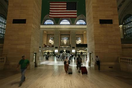 Commuters make their way through Grand Central Station during the morning commute in New York a day after Hurricane Irene hit the city, August 29, 2011. REUTERS/Brendan McDermid
