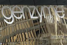 <p>Sanofi est l'une des valeurs à suivre vendredi à la Bourse de Paris. Sa filiale Genzyme a fait état vendredi de premiers résultats positifs pour une étude de phase III sur le tériflunomide (Aubagio), un traitement de la sclérose en plaques. /Photo d'archives/REUTERS/Brian Snyder</p>