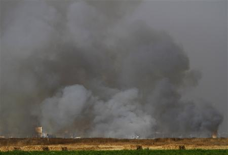 Smoke rises in Gaza as seen from the Israeli side of border with the Gaza Strip June 1, 2012. REUTERS/Amir Cohen